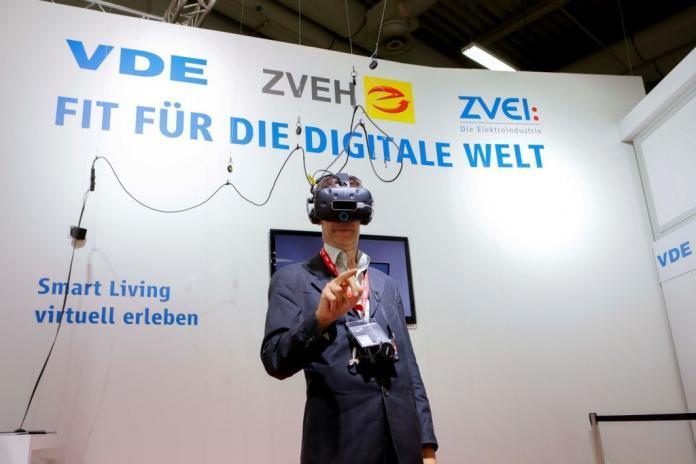 VDE-Institut vergibt gleich zwei Zertifizierungen zur Informationssicherheit an eQ-3