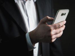 Schließen lassen sich die gefundenen Lücken nicht; sie sind sogar noch im kommenden Mobilfunkstandard 5G enthalten, der derzeit zertifiziert wird.