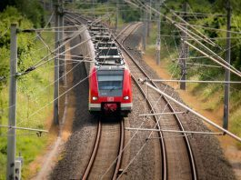 """Diesel-Lok adé! VDE-Studie zeigt kostengünstige Optionen für künftige """"Akku-Loks""""."""