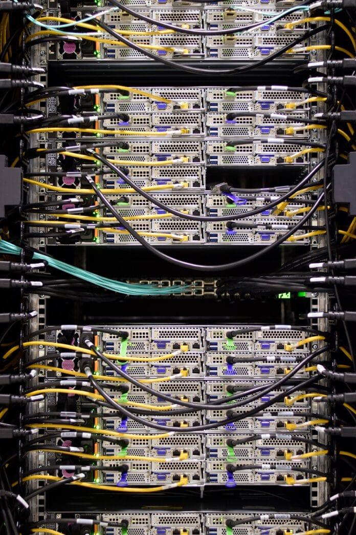 Hochleistungsrechner OMNI mit der Rechenleistung von 7.300 Laptops